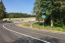 Nájezd na silnici I/3 ze čtyřkolského předmostí. Až téměř do konce prosince ho využijí jen motoristé ze Čtyřkol. Pyšelští budou jezdit objížďkou.