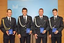 Ministr vnitra Jan Hamáček ocenil čtveřici hasičů ze středních Čech.