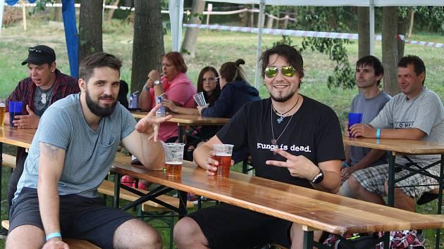 Z festivalu na podporu zámku a parku ve Zvěstově