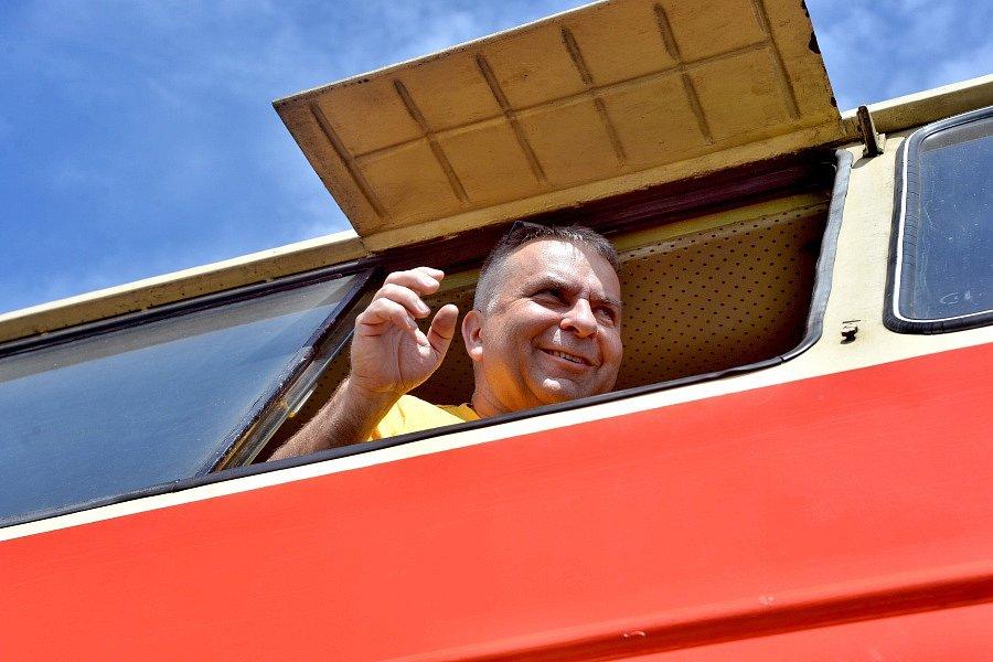 V Sázavě se objevil historický vlak veden motorovou lokomotivou T 444 162. Ta je pro svůj červený nátěr nazývána Karkulkou.