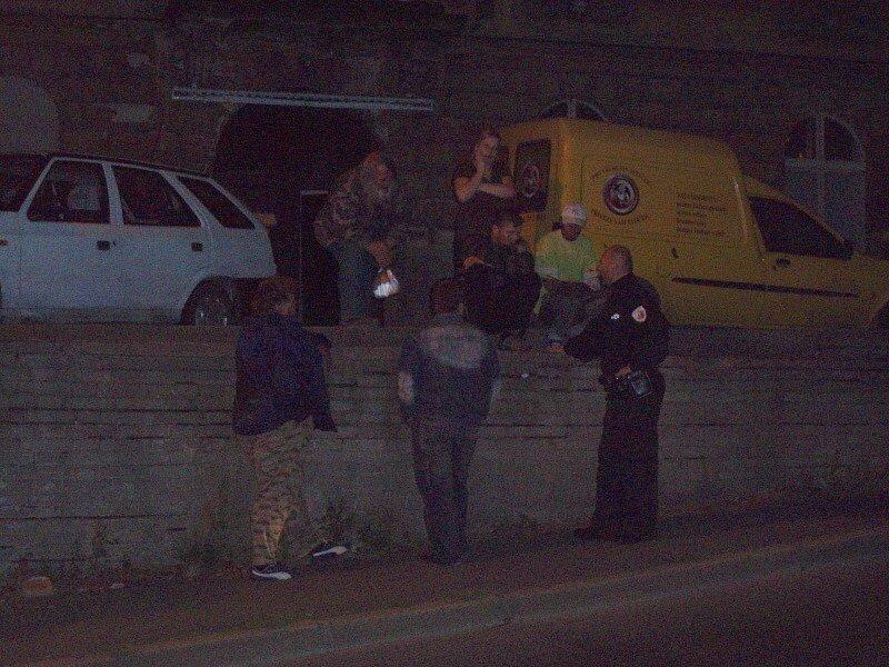Při odklízení a částečné zneprůjezdnění Lázeňské ulice se tvořily fronty aut.