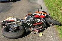 Motocyklista havaroval mezi Soběhrdy a Kozmicemi v pondělí 1. července v 16.10 hodin.