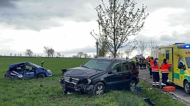 K vážné dopravní nehodě došlo v neděli 2. května 2021 na silnici vedou z Dolních Břežan do Libeře na Praze západ.