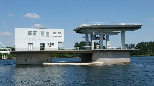 Vodní dílo Švihov a Úpravna vody Želivka.