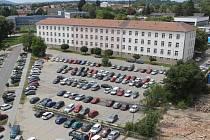 O objekt bývalých Pražských kasáren stojí město Benešov i Ministerstvo vnitra.