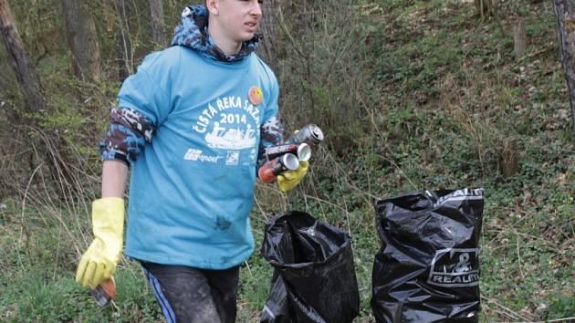 Letos se vydalo čistit řeku Sázavu zhruba 1300 dobrovolníků.