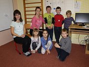 ZŠ Louňovice pod Blaníkem, 1. třída s třídní učitelkou Evou Filipovou a paní asistentkou Petrou Zemanovou.