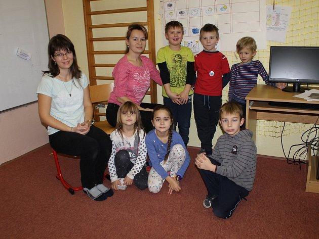 ZŠ Louňovice pod Blaníkem, 1.třída střídní učitelkou Evou Filipovou a paní asistentkou Petrou Zemanovou.