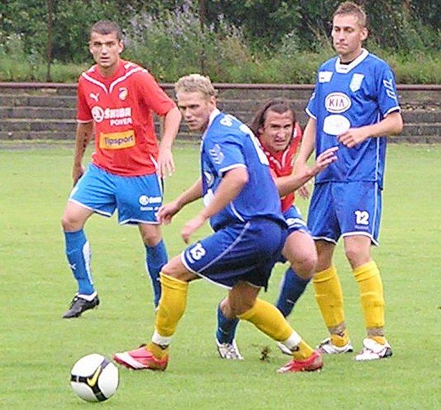 Fotbalisté Vlašimi si přípravu zpestřili zápasy se čtyřmi ligovými celky. S Plzní (na snímku) prohráli 0:2