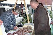 Návštěvníci jarmarku o poslední listopadové sobotě uvítají i výrobky z domácí zabíjačky, klobásky, staročeské lívanečky či štrúdl