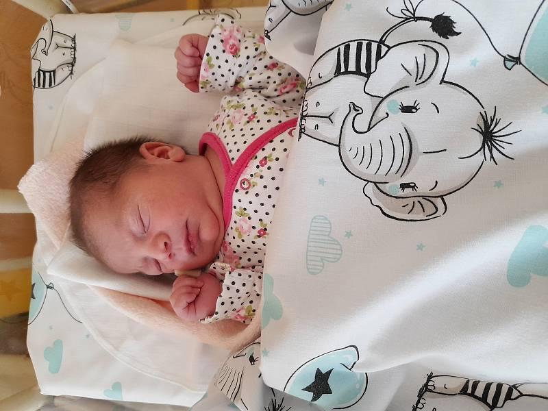 Lenka Čurejová se narodila 21. července 2021 ve 4.36 hodin v čáslavské porodnici. Pyšnila se porodní váhou 2900 gramů a délkou 49 centimetrů. Domů do Žlebů si ji odvezli maminka Helena, tatínek Lukáš, osmiletý bráška Diego, šestiletá sestřička Nela a dese