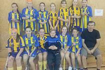 Nový tým starších žákyň Benešova udělal na prvním ostrém turnaji trenérovi Vojtíškovi radost.