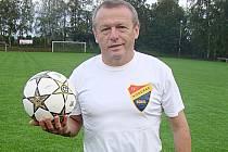 Jiří Janouš prožil většinu života na fotbalovém hřišti ve společnosti míče.