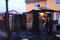 Požár zahradního domku v Úvalech 6. února 2020.