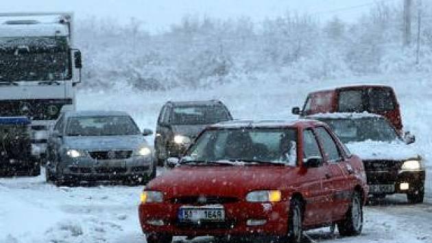 Ilustrační foto: Nově napadaný sníh je problémem pro některé z řidičů