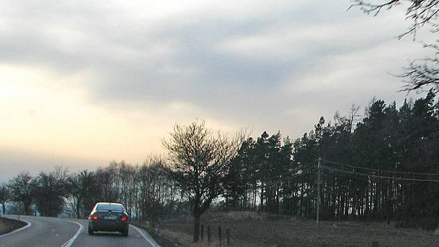 Vodojem postaví u Voračic na horizontu po pravé straně silnice I/18 ve směru od Olbramovic k Sedlčanům.