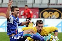 Pane rozhodčí to byl faul. Mával rukama olomoucký Navrátil po zákroku brankáře Vlašimi Fendricha. A rozhodčí Jílek neváhal, odpískal ve 21. minutě penaltu a brankáře vyloučil.