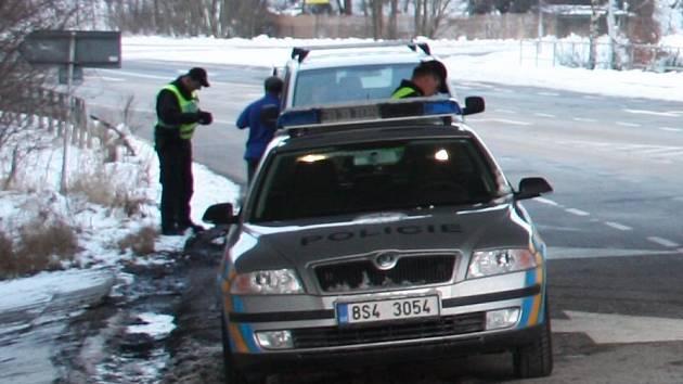 V neděli odpoledne mohli obyvatelé z okolí Čerčan zaznamenat velké policejní manévry