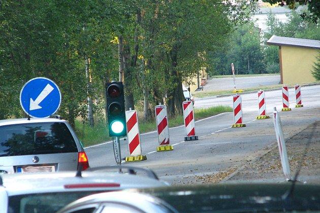 Na objízdné trase kolem Benešova čekají na řidiče semafory.