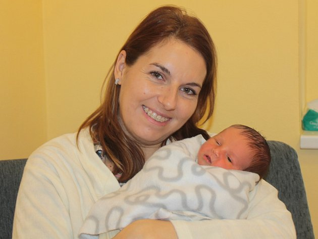 Malý Matyáš se narodil 25. ledna v 19.04. Na svět přišel s váhou 2,95 kilogramu a mírou 48 centimetrů. Z chlapečka se radují rodiče Petra a Jiří Stibůrkovi z Benešova. Doma má sestřičku Lucinku (4).
