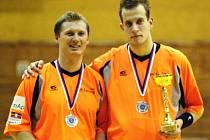 Jiří Holub (vlevo) a Jiří Dobrava se těší ze stříbrného poháru.