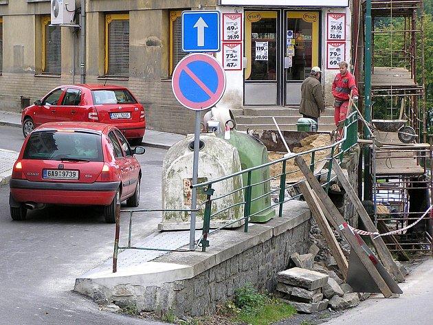 Pondělní situace v Benešovské ulici v Týnci nad Sázavou