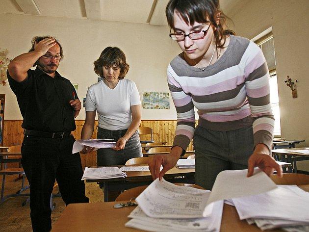 Na spoustě škol se připravují k opravným žkouškám
