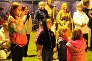 Nadějné mladé hudebnice z uskupení Sakramejdlo potěšily posluchače napříč generacemi.