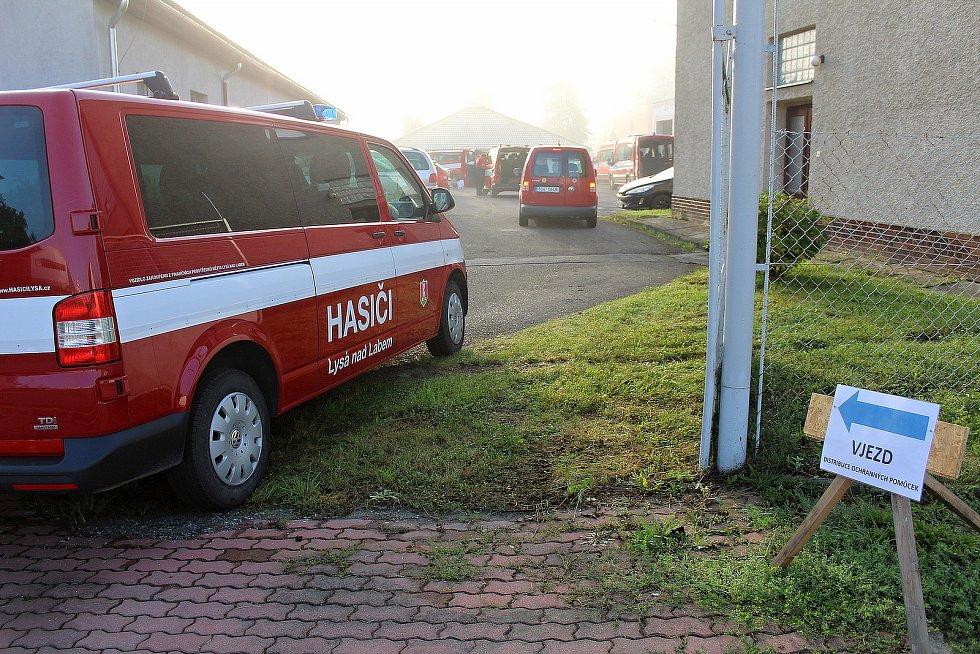Přebírání testů pro školy na stanici HZS Benešov 25. srpna.