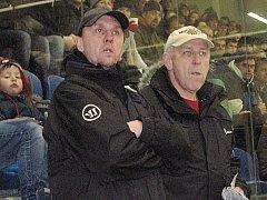 Václav Horáček (vpravo) a asistent Karel Dýcka se snaží dostat Vlašim do play off.