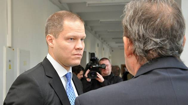 Filip Bušina u Krajského soudu v Praze v roce 2014.
