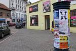 Reklamní poutače lze v Benešově najít na každém kroku.