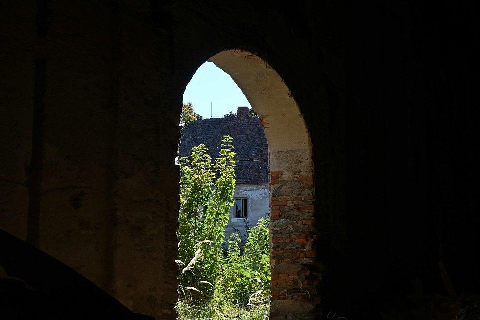 Úklid zámku Soutice.