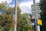 Turistický rozcestník s poutní cestou Blaník - Říp.