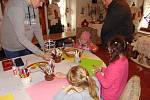 Velikonoce si nenechali ujít ani na hradě v Týnci nad Sázavou. Malí i velcí si mohli s vystavovateli ručních výrobků vytvořit různé dekorace i si zasoutěžit o nejhezčí vajíčko.