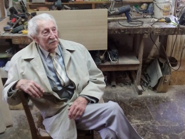 Lubomír Kostelka aktuálně slaví 90. let na svém statku v Kamberku.