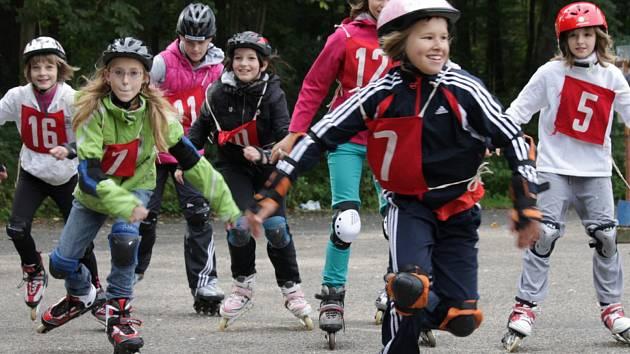 Pokud chtějí žáci z benešovských škol soutěžit na in line bruslích, musejí odejít do Konopiště na tamní velké parkoviště.