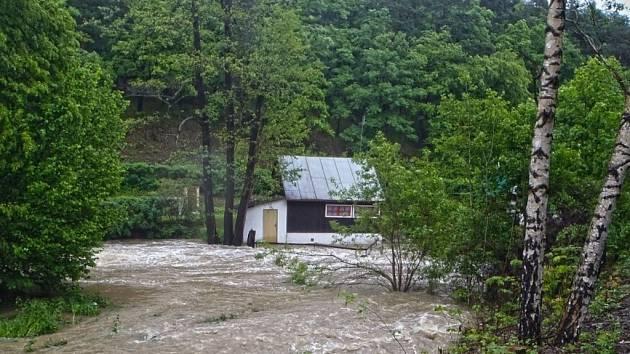 Následky loňských povodní řeší obci či města ještě nyní.