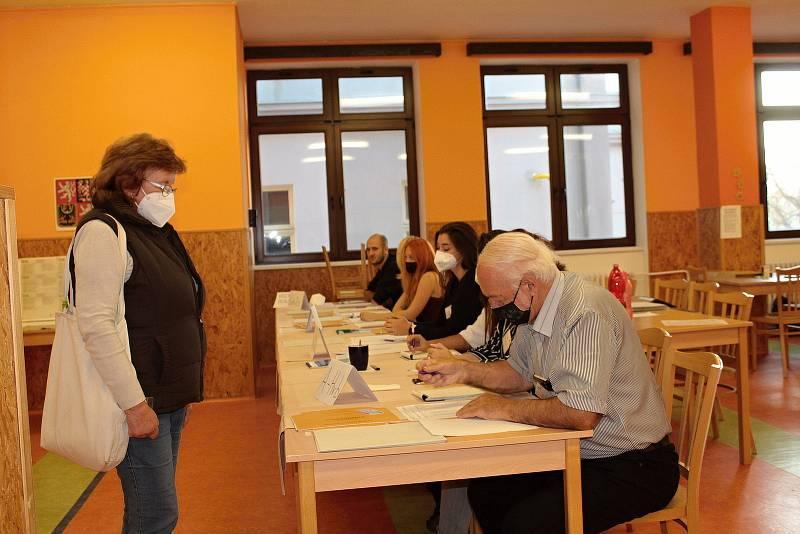 Parlamentní volby v Benešově. Volební okrsek číslo 1.