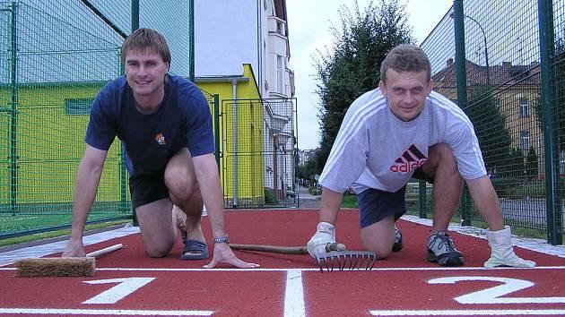 Učitelé tělocviku ze ZŠ Jiráskova Pravoslav Novák a Jindřich Slunečko na startu nového školního roku.