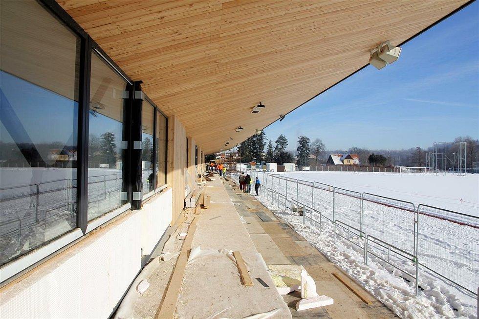 Výstavba tribuny se zázemím na atletickém stadionu v Benešově.