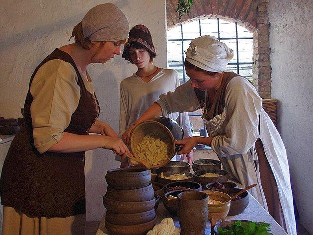 Na hradě Šelmberk se vařilo, hodovalo i tančilo.
