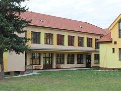 Základní škola v Louňovicích pod Blaníkem.