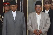 Nepálský premiér Pušpa Kamal Dahál (vpravo) spolu s prezidentem Nepálu.