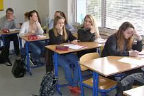 Studenti SOŠ a SZŠ Černoleská nahlédli do zákulisí novinářské práce.