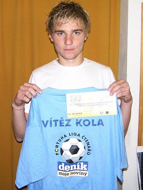 V 7. kole zvítězil Jiří Pazdera z Benešova díky štěstí při losu. Z redakce Benešovského deníku si odnesl poukázku na 100 korun od sázkové kanceláře Fortuna a tričko.