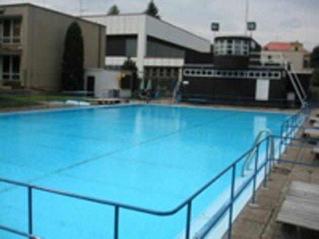 Bazén v Dukelské ulici.