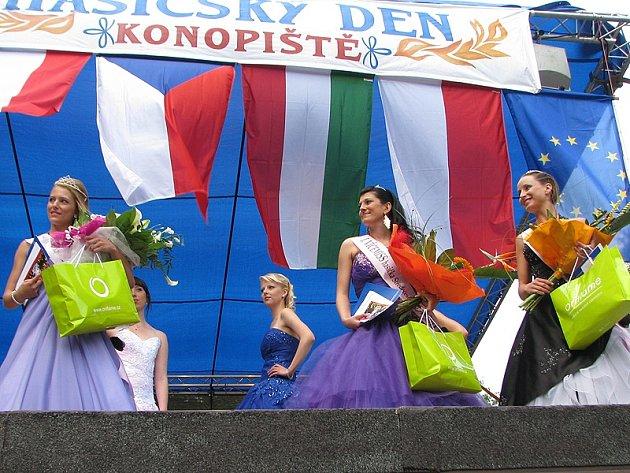 Hlasování o titul Miss hasička Středočeského kraje 2013 čtenářů Deníku začne ve středu 10. dubna.