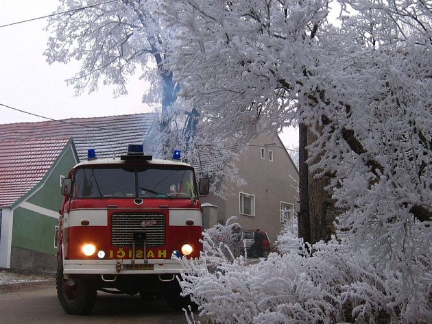 K požáru přijeli neveklovští hasiči