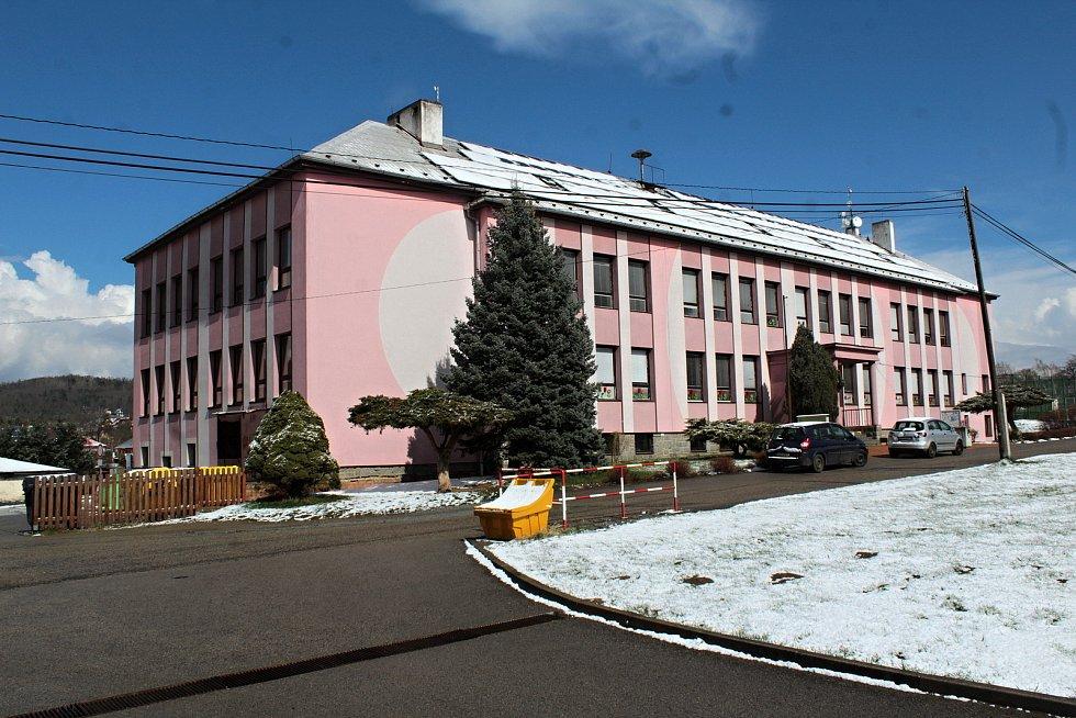 Základní škola v Krhanicích